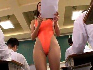 ปฏิรูปการศึกษา ครูแปลกประหลาดที่คุณจะเคยเห็น แนทเย็ดเซ็กซี่การแต่งกายไม่เหมือนครู แต่สวมสูงตัดใสบิกินี่การสอนในชั้นเรียนของเธอ ซึ่งทำให้นักเรียนของเธอมีเขามาก