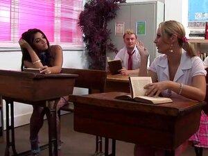 ลีอาห์เจย์ทีอาจจัดกลุ่มการร่วมเพศในโรงเรียน