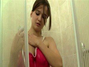วัย masturbates อาบน้ำ