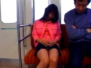 Risa Sakiyama ในรถไฟใต้ดิน Risa Sakiyama ในรถไฟใต้ดิน