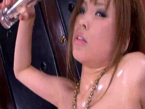 JavOnDemand วิดีโอ: Ai ส่วนซากุระ 1, Ai Sakura กัดริมฝีปากของเธอขณะที่มือของเธอสะอาดหน้าอกหุ่นดีของเธอ ปลายนิ้ววงหัวนมบวม ยอดเพิ่มขึ้นท้อ ความสนใจของเธอลงมาจนมือของเธอไปจุ่มสวย หาความเปียกชื้นของเธอกระตือรือร้น มีขนาดใหญ่เต็มมือบางของเธอ และ Ai ตำแหน่งตัว