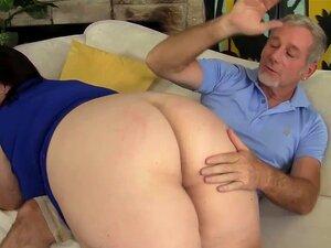 เจาะ titted ใหญ่เมดอ้วนแก่ ๆ เลียตูด