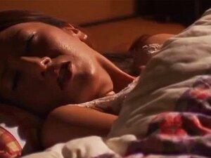 ริกะ Fujishita Masturbates เตียง