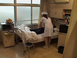 พยาบาลซน Jap จะหนาตาผู้สูงอายุหญิง อร่อยญี่ปุ่นพยาบาลซนรับญี่ปุ่นบางอย่างร้ายแรงร่วมเพศจากผู้ป่วยสูงอายุของเธอ และเธอก็สวยตื่นเต้นเกี่ยวกับเรื่องนี้ เขารู้ว่าวิธีที่เธอเพื่อความสุขของเธอมีขนาดใหญ่มาก