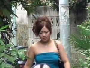 ผู้หญิงเอเชียที่อ้วนพบชูริ sharking ในท้องถนน ผู้หญิงอ้วนนี้ใช้ทางลัดเพื่อบ้านของเธอเมื่อเธอต้องเผชิญกับความจริงที่เธอได้รับเลือกบนแบบร่างกับคนชูริ sharking ที่ต้องการรับรสชาติของเธอ