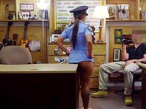 แคมใหญ่ฉีดเจ้าหน้าที่ตำรวจ Ms เพศ