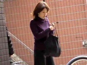 เอเชีย babe ได้รับ Cumshot Sharking บนจอดรถ ทารกญี่ปุ่นได้รับโหลดเต็มของน้ำขณะปลดล็อคจักรยานของเธอ ในทางของเธอทำงานได้รับการฉีดพ่น โดย Sharker อสุจิที่ยากจน และเขา งงงัน เธอเริ่มทำความสะอาดกาวน้ำของปิดตัวเอง