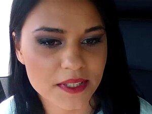 สีน้ำตาลร้อน ๆ Zelda เย็ดในรถโดยคนแปลกหน้าที่ให้เธอลิฟต์