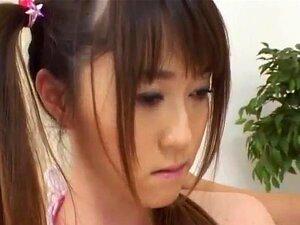 สวยเอเชียใน pigtails Shiori Kitajima วัยรุ่นคอลึกดำ suckin