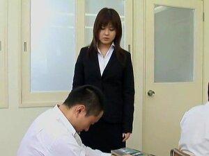 หญิง Nakadashi ครู IEnergy สตูดิโอแสดง Manani Amamiya หญิงครู Nakadashi ชุดครีมคอสเพลย์นิยมครู โดยที่ครูผู้สอนชั้นมัธยมมักจะจบลงเป็น IEnergy แก๊งกระแทก โดยทั้งชั้น แต่งตัวเป็นครูที่เข้มงวด Manami Amamiya เผชิญตุ่ยได้รับการกระแทก โดยนักเรียนเป็นการแก้แค้น