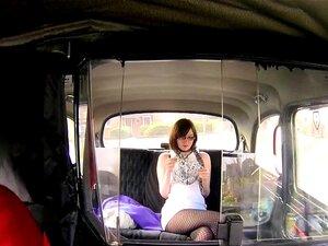 วัยรุ่นอังกฤษต่อสู้ในรถในที่สาธารณะ