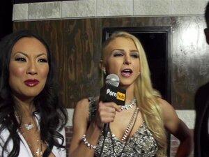 พรมแดง AVN 2016 - สิ่ง Freakiest ในช่องคลอดของคุณ