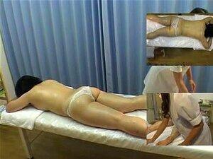 มองลอดเอเชียวิดีโอกับบีเวอร์สัมผัสเพื่อนของเธอ นวดเอเชียจะเอาอกเอาใจร่างกายของคนอื่นและนอนร่างกายของพวกเขา ทั้งหมดนี้จะเห็นได้ในการถ้ำมองซ่อนกล้องนวดวิดีโอ