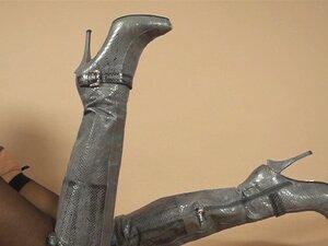 รองเท้าส้นสูง และถุงน่องกับรัดเข็มขัดสโลว์แซว