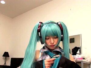 คิริตานิฮาชุดขึ้นเป็นเธอชื่นชอบ Pop-ดาว คิริตานิฮากำลังเซ็กซี่ และการแต่งตัวในชุดโปรดของเธอเพื่อให้เธอสามารถเล่นกับตัวเอง