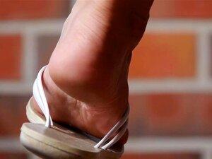 ดูระหว่างรองเท้าและเท้าแต่เพียงผู้เดียว