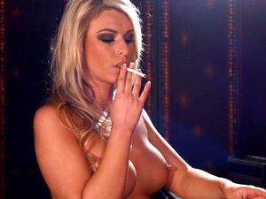 Luci สูบบุหรี่จุก 100s ขณะทำแต่งหน้าของเธอ