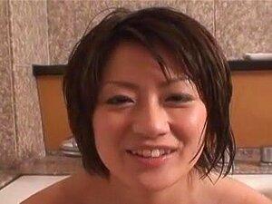 ทารกญี่ปุ่นล้างไก่ แล้วใช้แอบฉลาด