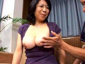 Namie Hoshino huge breasts