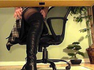รองเท้าบูทสีดำแคม underdesk