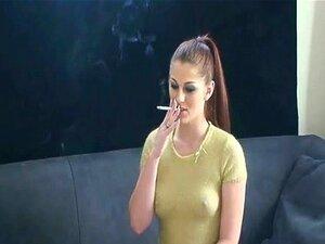 สูบบุหรี่พรอาละวาดสาวร้อน ๆ