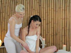 นวดหนุ่มห้องผู้หญิงมีจุดสำเร็จความใคร่และเลียเลสเบี้ยน