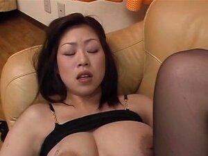 Busty slut Nana Masaki fucks her pussy part1