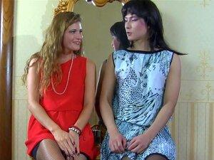 StraponSissies วิดีโอ: Keith A และ A อาร์โนลด์ น่ารังเกียจน้องสาวอาร์โนลด์เออยากรู้มันคืออะไรต้องการผู้หญิง จัดการเพื่อให้เขาวางวิกเข้มพร้อมกับเครื่องแต่งกายสวย และ seamed ถุงน่องก่อนพูดถึงผู้หญิงของเขา Keith A เป็นเพศที่ทวาร เขาพิสูจน์ว่า เขาสามารถดูดกระ