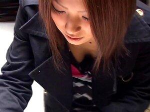 ผู้หญิงน่ารักเอเชียแสดงเล็กน้อยหัวนมของเธอ อันเอเชียธุรกิจหญิงในโป๊ได้หยุด โดยช่วยเท่าที่จะถ่ายจากด้านบนในสามีเป็นวิดีโอ เธอมีหัวนมเรียบรอบที่พอดีเบา ๆ ในเสื้อสีชมพู และสีดำ เธอมีใบหน้าที่สวยงาม