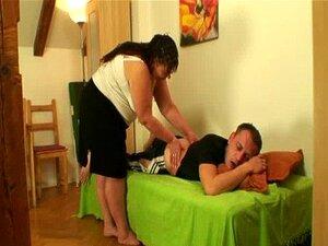 ในขณะที่ภรรยาของเขาไป เขาเล็บแม่อ้วน