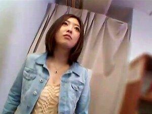 สาวญี่ปุ่นดึงดูดวัยรุ่นครีมใน kitchen.avi