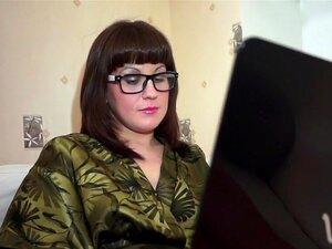 ประสบการณ์แฟน โสเภณีวัยรุ่นนี้ขึ้นและมาแน่ใจรู้ว่าคนใดต้องแต่งเนื้อแต่งตัวเหมือนเจี๊ยบเซ็กซี่เบื่อสไตล์แว่นตา ถุงน่องสีดำ รองเท้าส้นสูง และสิ่งที่จะให้ลูกค้าของเธอชื่นชอบประสบการณ์แฟนจริง เธอคิดมาก แต่โลภปาก ร่างกายที่หนุ่มแน่น และที่พักติดชายหีของเธอมีมู