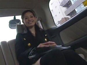แสงสำหรับเกษียณอายุ Konishi เรียวไปออกทั้งหมดของเธอเปลือยกลางแจ้งเดินทางครั้งแรก ที่เธอจะถอดเสื้อผ้าของเธอ และเล่นกับตัวเองในการย้ายรถตู้บนทางด่วน เป็นละเมิดเปล่าในสวน และบางทีสิ่งที่ดีสุดอุกอาจเธอไม่เป็นเล่นกับหีของเธอขณะยืนอยู่ในสถานีรถไฟ ส่วนใหญ่ของฉาก