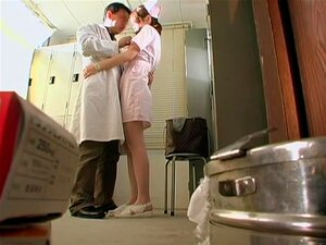 จับกล้องในขณะที่เก่งพยาบาลหมอญี่ปุ่น พยาบาลซนรักจะมีควยในปากของเธอ เพื่อเธอยืนยันว่า ควรจะหยุดพักจากการทำงานและเพศสัมพันธ์ doctor.s เขาเรื่องหีญี่ปุ่นของ slut.s โดยไม่ทราบว่า คนถูกถ่ายทำพวกเขา
