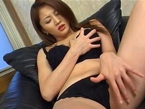 Yuki Touma fondles กระป๋องร้อนของเธอ