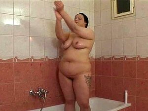 Fucking A BBW Girlfriend In A Small Spaced Toilet