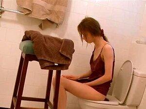 เปลือยนมง่าย ๆ ในห้องน้ำ